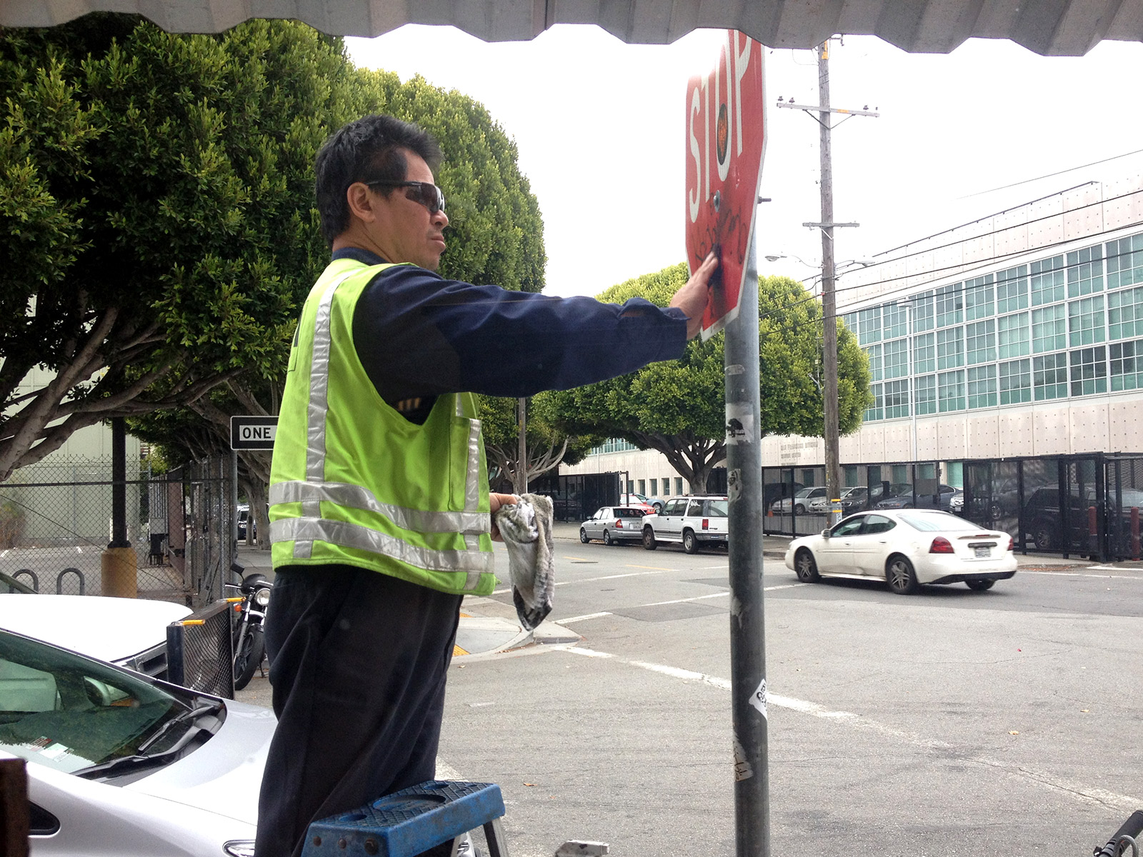 Picture of a man cleaning a stop sign