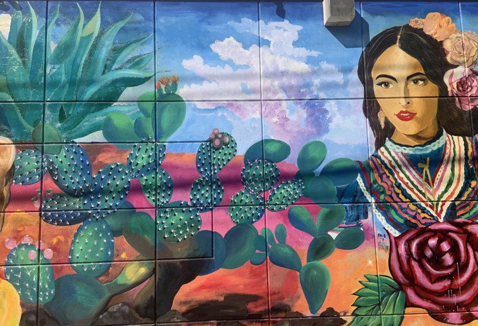 La mujer del jarron mural by Mario Cid